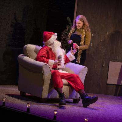 Dale Jewitt and Sarah Balfour in Home For Christmas - Christmas Crackers