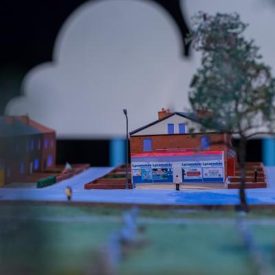 Miniature shop as part of town set model
